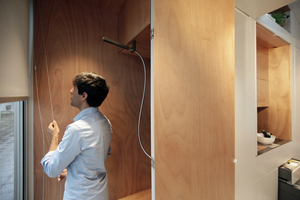 Hier ist dem Architekten noch Optimierungsbedarf: der Sichtschutz zum Bad