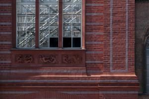 Blick in die restaurierte Nordostecke der Akademie. Auf einem Bauschild konnte man 2006 noch lesen, dass diese 2001 realisierte Ecke für den Wiederaufbau werben soll. Heute, 15 Jahre später, sollte er dann doch gelingen?!