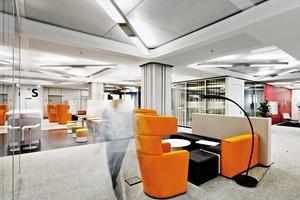 Für persönliche Gespräche stehen die Sessel am Meeting Point zur Verfügung. Durch ihre spezielle Form bieten sie akustischen Schutz<br />