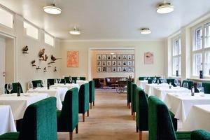 "Das Restaurant ""The Kosher Classroom"""