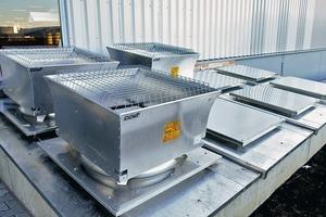 Je nach Erfordernis installiert man maschinelle Rauchabzugsanlagen (MRA) zur mechanischen Lüftung auf dem Dach, in die Wand oder innerhalb eines Kanalsystems<br />
