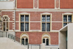 """<p><span class=""""ueberschrift_hervorgehoben"""">Zugang zum Atrium über Treppen und Schleusen</span></p>"""