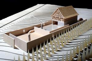 Modell Fondation Kubach-Wilmsen, 2007.  Für das Steinskulpturenmuseum konnten Kubach-Wilmsen den weltbekannten Architekten Tadao Ando aus Osaka, Japan, begeistern. Sein Entwurf für das Museumsgebäude baut auf einer historischen Fachwerkscheune von Sponheim aus dem 18. Jahrhundert auf und umgibt sie mit zwei Museumshöfen.