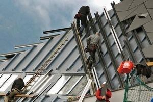 Die Konstruktion der Gebäudehülle beim Festspielhaus in Erl entspricht im Prinzip dem üblichen Aufbau einer vorgehängten, hinterlüfteten Fassade