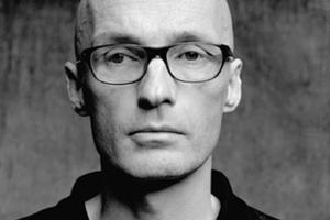 Prof. Andreas Uebele vom büro uebele aus Stuttgart spricht über Orientierungs- und Leitsysteme