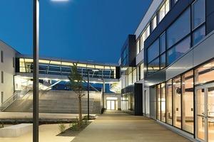 Am Markt gibt es zahlreiche Systeme zur Beleuchtungsteuerung für innen und außen