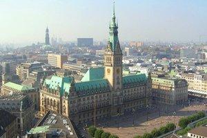 Das Rathaus von St.Petri aus
