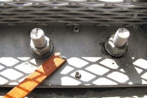 Bild3: Untergurt mit Befestigungsmitteln und Justierschrauben<br />