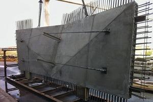 Einige Elemente mussten vorgespannt werden, um die einheitliche Betonstärke von 20cm nicht zu überschreiten