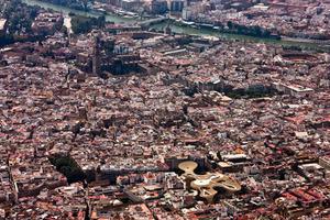 Sevilla aus der Luft: der Metropol Parasol unten Mitte rechts, die Kathedrale oben Mitte links
