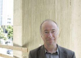 Der Architekt: Peter Böhm. Hat die Nase voll, versteht die Welt nicht mehr ...