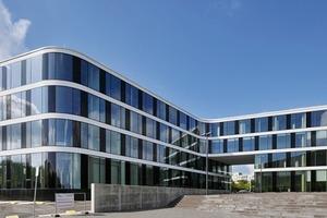 Das z-förmige Seminar-und Verwaltungsgebäude besitzt ein Maximum an innenräumlicher Flexibilät für die unterschiedlichen, spezifischen Anforderungen an Büroräumen