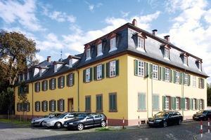 Die Außenwände des Rentamts von Schloss Rumpenheim am Main erhielten eine Innendämmung mit Holzfaserdämmplatten
