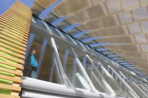 Hier folgen Sonnenschutz und Photovoltaik dem Sonnenlauf
