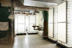 Die Toiletten im noch öffentlichen Raum sind umgebaute Flüssigkeitstanks<br />
