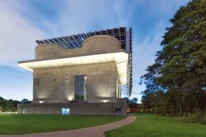 Der Energiebunker in Hamburg-Wilhelmsburg ist ein ehemaliger Flakbunker aus dem zweiten Weltkrieg, der erfolgreich zu einem nachhaltigen Energiespeicher umfunktioniert wurde.
