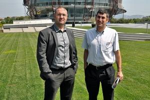 Architekt Josep Miás und Ingenieur Ramon Sole vor dem I Guzzini Headquarter in Sant Cugat del Vallès