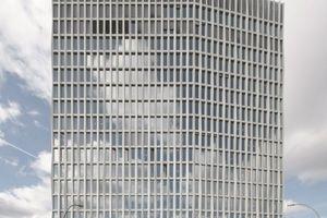 """Vis-a-vis der geplanten Firmenzentrale steht der erste Baustein in der noch weitestgehend Brachland seienden Europacity: der """"Tour Total"""" des ebenfalls Energieunternehmens Total (Arch.: Barkow Leibinger, Berlin)"""