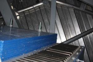 Einer der 600 kg schweren, elastisch gelagerten und in die Turmkonstruktion eingebauten Dämpfer