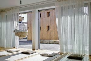 Blick aus den Praxisräumen der Hebamme auf Hof und<br />Bürohaus