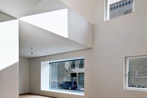 Die Wohnungen haben eine Deckenhöhe von 3m und Lufträume bis zu 6,5m Höhe. Jede verfügt über min. ein Erkerfenster