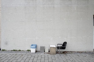 Auf der Zentrumsrückseite ein improvisiertes Open-Air-Büro. Leider war niemand am Schreibtisch den man hätte fragen können nach diesem oder jenem<br />
