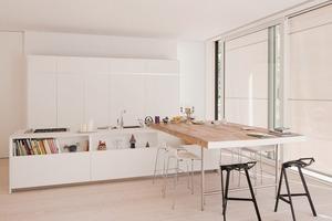 Hub/Lounge: Zentrales Lebens-Modul ist eine Küche-Wohnzimmer-Kombination – es ist sozialer Treffpunkt (Familie und Freunde) und Ausgangspunkt für die Mobilität (über die Garage)<br />