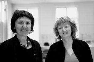 Die Architektinnen Yvonne Farrell (r.) und Shelley McNamara sind die Kuratorinnen der 16. Architekturbiennale 2018 in Venedig