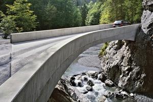 Die Erstellung der schlicht wirkenden Schanerlochbrücke war eine riesige Herausforderung