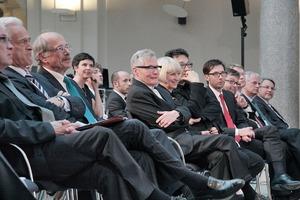 Erste Reihe (v. l.): der Minister, der Präsident, Arno Lederer, Jórunn Ragnarsdóttir und Marc Oei