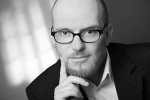 """Prof. Brian Cody, TU Graz; Arup GmbH:<div class=""""fliesstext_vita"""">""""Aufgrund der hygroskopischen Natur des Archivgutes ist die Einhaltung einer konstanten relativen Feuchte in den Archivbereichen wichtig und es gilt kurzzeitige Schwankungen unbedingt zu vermeiden. Mit dem für das Landesarchiv entwickelten Klimakonzept wird dies mit vorwiegend passiven Maßnahmen bewerkstelligt.""""</div>"""