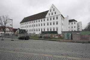 Ansicht Altbau vom neugestalteten Eugen-Bolz-Platz aus gesehen (Nordostansicht)