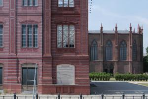 2006: Hier war die Friedrichswerdersche Kirche von Schinkel (in den 1980er-Jahre wiederaufgebaut) noch Teil einer Museumslandschaft. Seit 2012 ist sie geschlossen. Der Grund: Baugruben ringsum lassen die Mauern reissen; Einsturzgefahr!