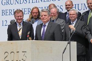 vorne: Manfred Rettig, Joachim Gauck, Wolfgang Thierse, Franco Stella und Wilhelm v. Boddien