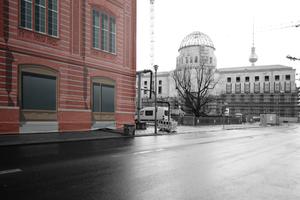 Januar 2016: Zwei Fassadenarchitekturen im Herzen der Hauptstadt. Ein deutliches Zeichen ... aber wofür eigentlich?