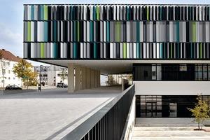 Der neue Haupteingang des Schulbaus an der Heinrich-Heine-Straße