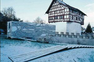 Rheinflügel, Kunsthaus Zug mobil, 2002, ein Ausstellungscontainer mit einer Aussengestaltung von Peter Kogler