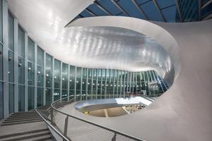 Mit den gewählten Freiformen wollten UNstudio den Raum auflösen und ein Interface zwischen innen und aussen schaffen