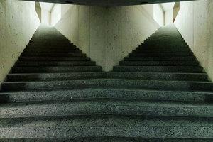 Keine optische Täuschung: die zentrale Treppe ist spiegelsymmetrisch gegabelt