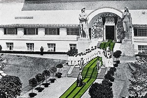 1901: MathildenhöheDarmstadtDie Bauausstellung 1901 wollte die Versöhnung von Kunst und Alltag, Stadt und Natur. Ab 1899 übernahm Joseph Maria Olbrich die Gesamtplanung der Künstlerkolonie. Sie umfasste den städtebaulichen Rahmenplan, Atelier- und Wohnhäuser sowie die Inneneinrichtung und alltägliche Gegenstände.