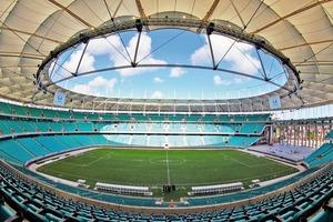 Das neue Stadion umfasst ein Panoramarestaurant, ein Fußballmuseum, Parkhäuser, Ladengeschäfte, Hotels und ein Veranstaltungszentrum