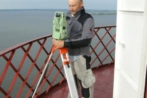 TUM-Architekt Andrij Kutnyi bei seien Einmessungen<br />