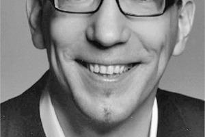 """<div class=""""autor_linie""""></div><div class=""""dachzeile"""">Autor</div><div class=""""autor_linie""""></div><div class=""""fliesstext_vita""""><span class=""""ueberschrift_hervorgehoben"""">Jan R. Krause</span> ist Professor für Architektur und Media Management AMM an der Hochschule Bochum. Er leitet zudem die Eternit Akademie und die Abteilung Marketing und Unternehmenskommunikation der Eternit AG. Nach dem Architekturstudium u. a. an der ETH Zürich und der TU Wien spezialisierte er sich an der Journalistenakademie Baden Württemberg und als Redakteur der Architekturzeitschrift AIT auf die Architekturvermittlung.</div><div class=""""autor_linie""""></div><div class=""""fliesstext_vita"""">Information: <a href=""""http://www.eternit.de"""" target=""""_blank"""">www.eternit.de</a></div>"""