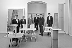 """<div class=""""fliesstext_vita""""><strong>Christian Heuchel, O&amp;O Baukunst:</strong></div><div class=""""fliesstext_vita"""">""""In einer Welt, die scheinbar immer wieder im Chaos zu versinken droht, ist die Architektur das Wenige, was wir noch haben. Kulturelle Bauten wie das Landesarchiv NRW sind letztlich eine stabilisierende Investition in die nächsten 300 Jahre. Jeglicher kurzfristige und spekulative Umgang mit Architektur wirkt dagegen lächerlich. In den Archiven wird in Zukunft unsere Vergangenheit geschrieben.""""</div>"""