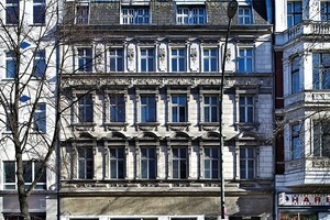 Schon 1877 war das Erdgeschoss des Vorderhauses zur Ladennutzung umgebaut worden. In den letzten Jahren vor der Sanierung waren die Räume allerdings nicht mehr vermietet worden