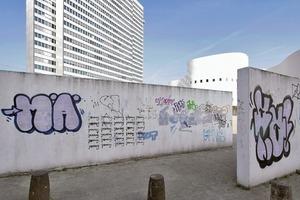 Die Südbegrenzung des Gustaf-Gründgens-Platzes in Düsseldorf darf fallen –für Kö-Bogen II-Projekte
