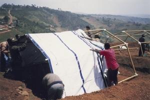 Paper Refugee Shelters für Rwanda, 1999, Byumba Refugee Camp, Rwanda