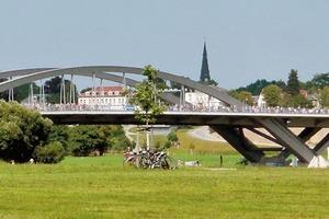 In aller (bildlichen) Stille ganz laut: die Waldschlösschenbrücke im August 2013
