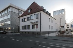 In den Bestand hineingebaut: Ansicht ehemaliger Haupteingang an der Bismarkstraße<br />