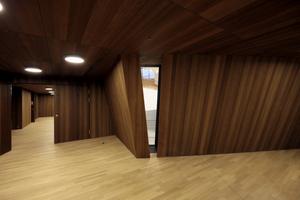 Zugang zum Kleinen Saal mit Blick in die Foyerlandschaft um den Großen Saal